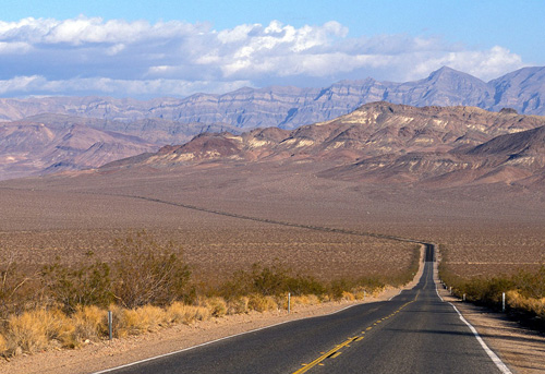 Straight-road-to-Death-Valley