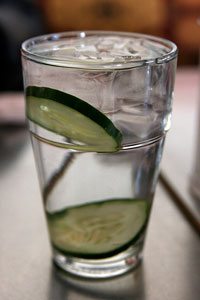 cucumber-water-refreshing-recipe.jpg