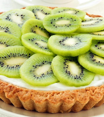 sliced-kiwi-on-a-kiwi-tart